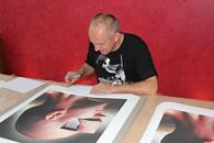 Igor Morski beim Signieren frontal